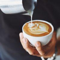 ヘナに牛乳やコーヒーを入れて混ぜると良く染まる!?