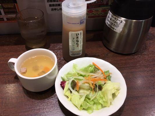 いきなりステーキ ランチのスープとサラダ