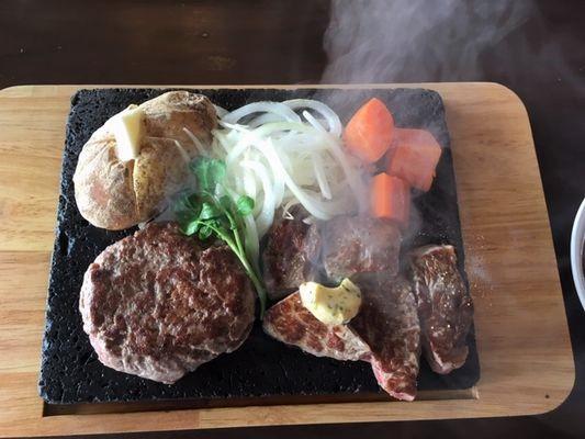 ハンバーグと角切ステーキのセット