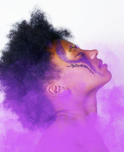 ハナヘナで赤紫色に染まる?