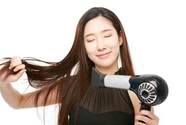 髪のパサつきを改善させるには?
