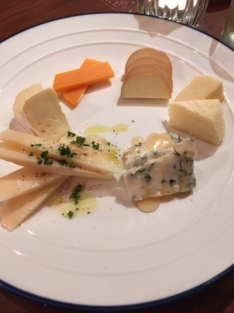チーズの盛り合わせ 殿町 ブロブラン