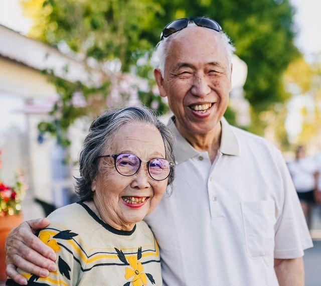 アジア人 老夫婦 白髪