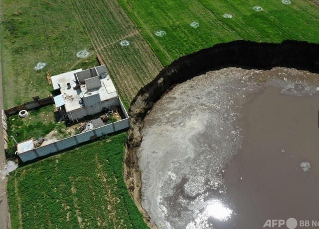 メキシコの巨大な陥没穴